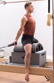 Активация глубоких мышц и спиральной миофасциальной линии при помощи оборудования студии пилатес