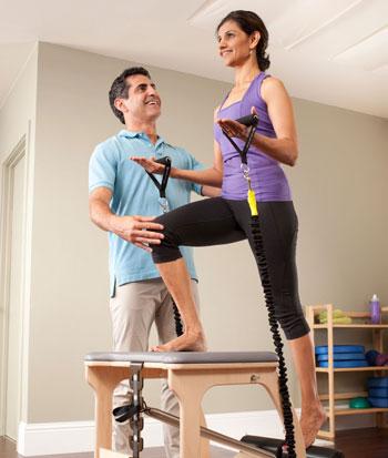 Тренировки пилатес для клиентов с болью в колене